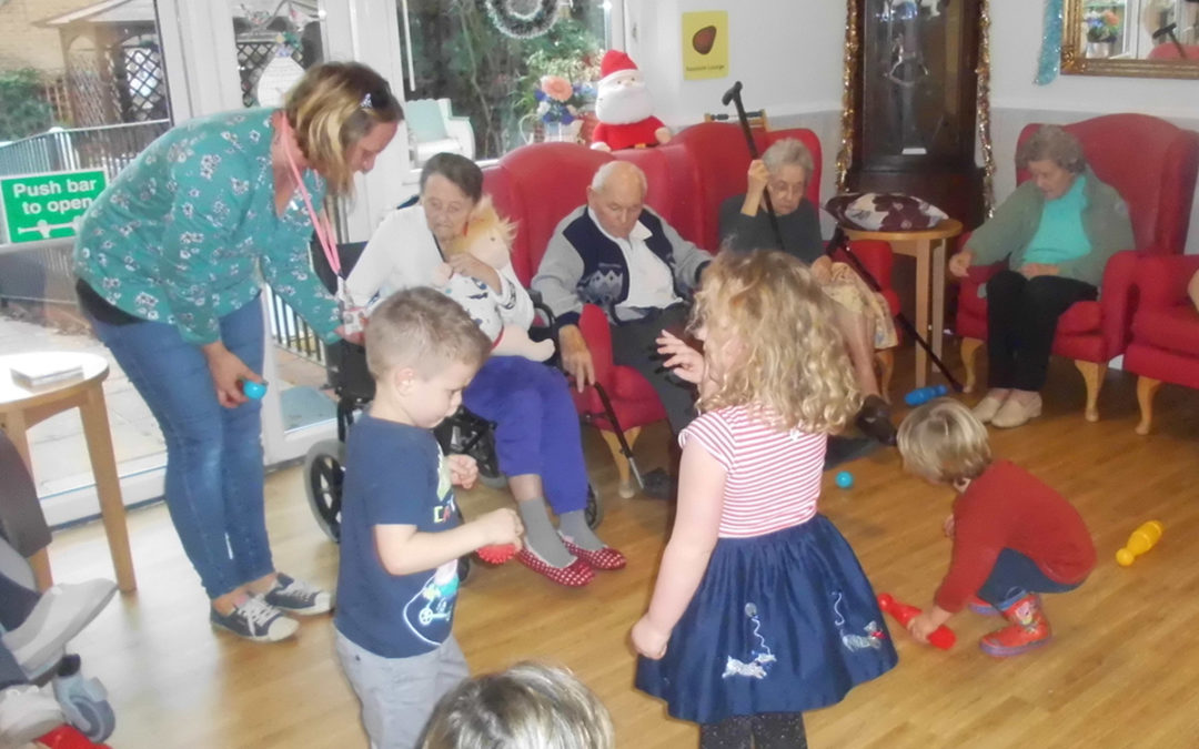 Children from Rodmersham Nursery visit Woodstock Residential Care Home